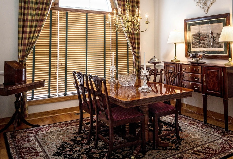 Intricate area rug in the dining room