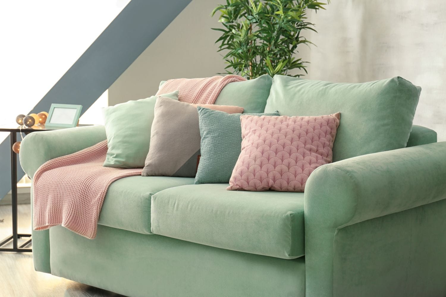 How To Put A Throw On A Couch - SwankyDen.com