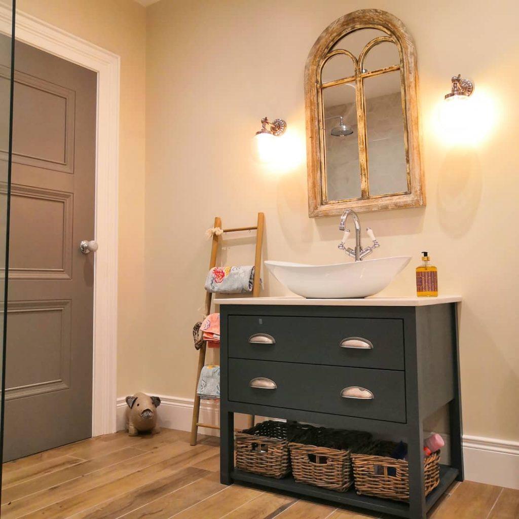 bathroom with window mirror in shabby chic style and blanket ladder Bathroom Lighting Ideas