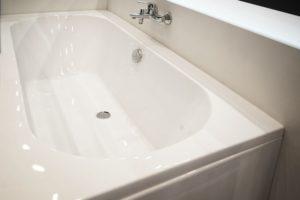 acrylic bathtub that is clean
