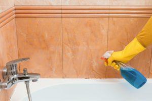 Cleaning acrylic bath tub