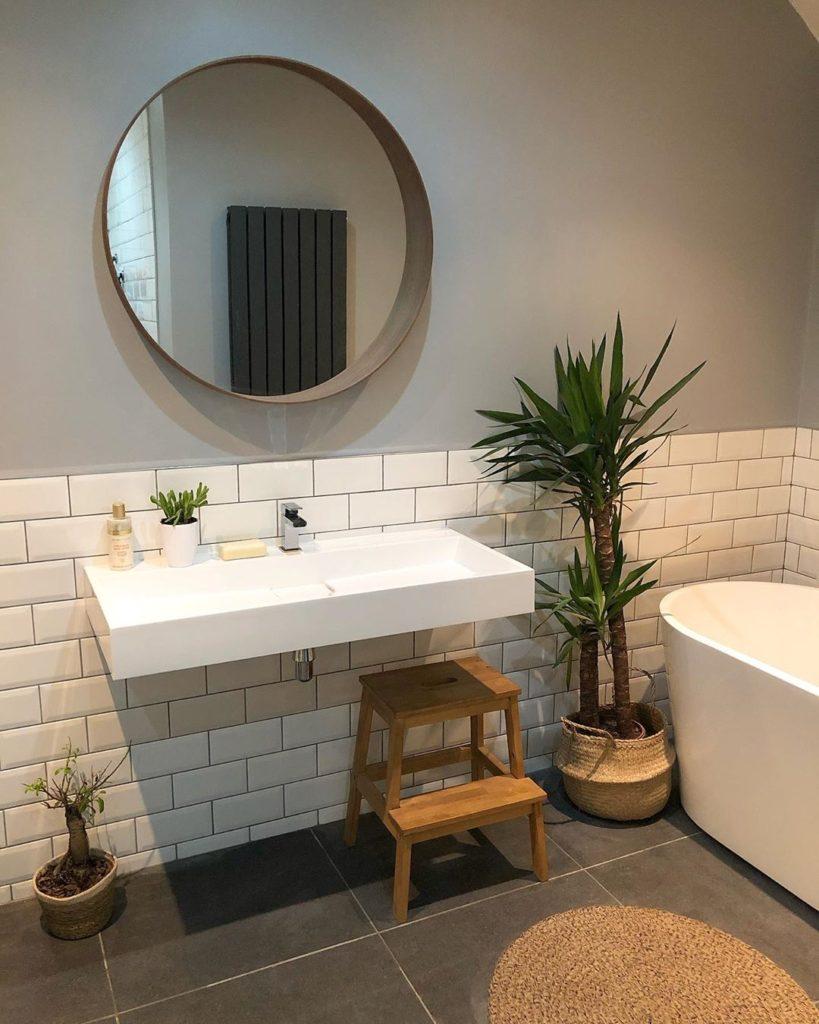 guest bathroom wall decor idea