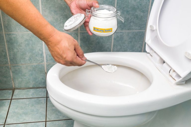 unclog toilet with baking soda