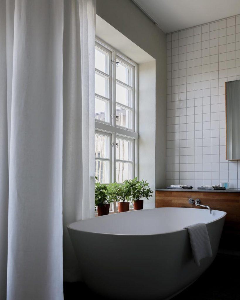 white bath tub by window idea