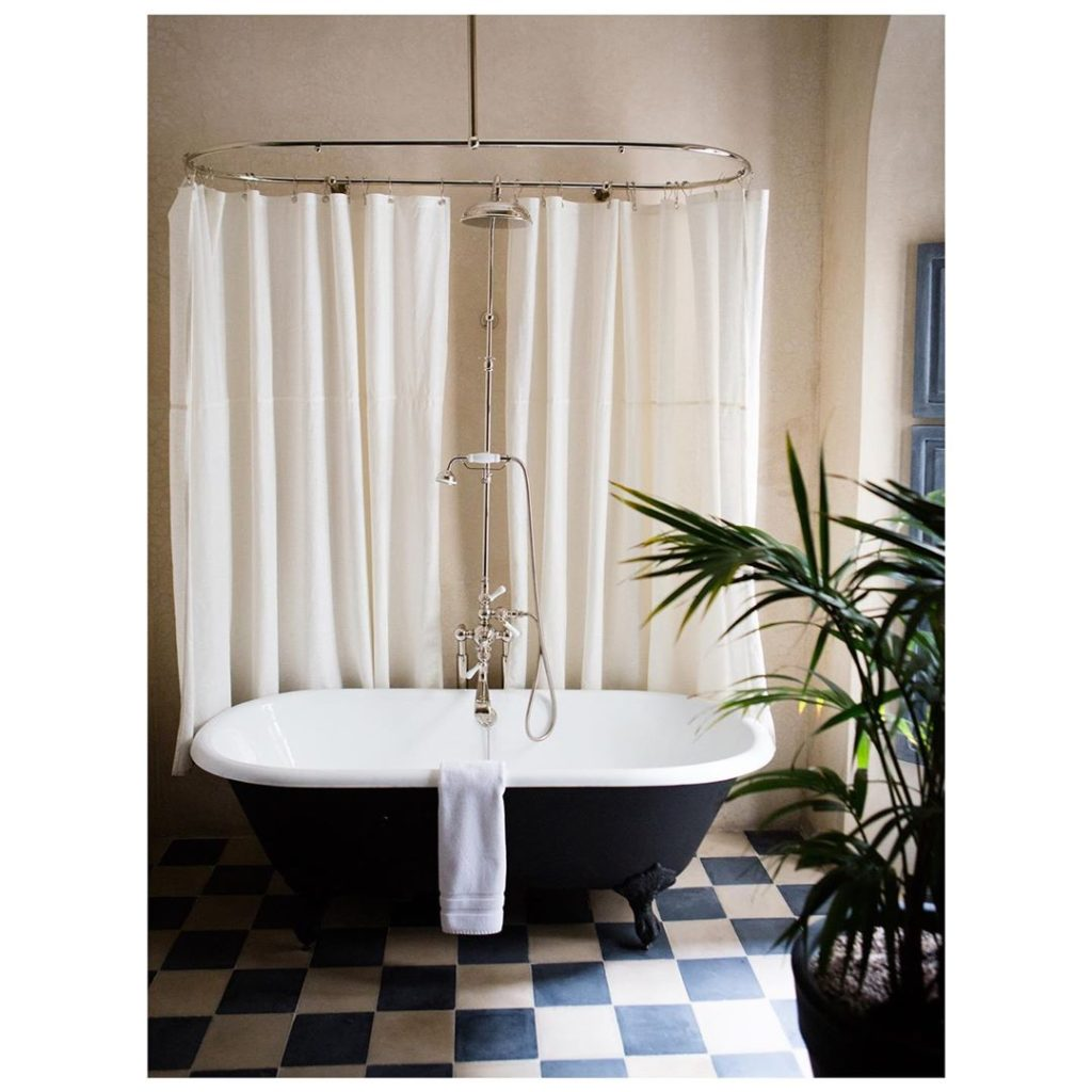 black bath tub idea