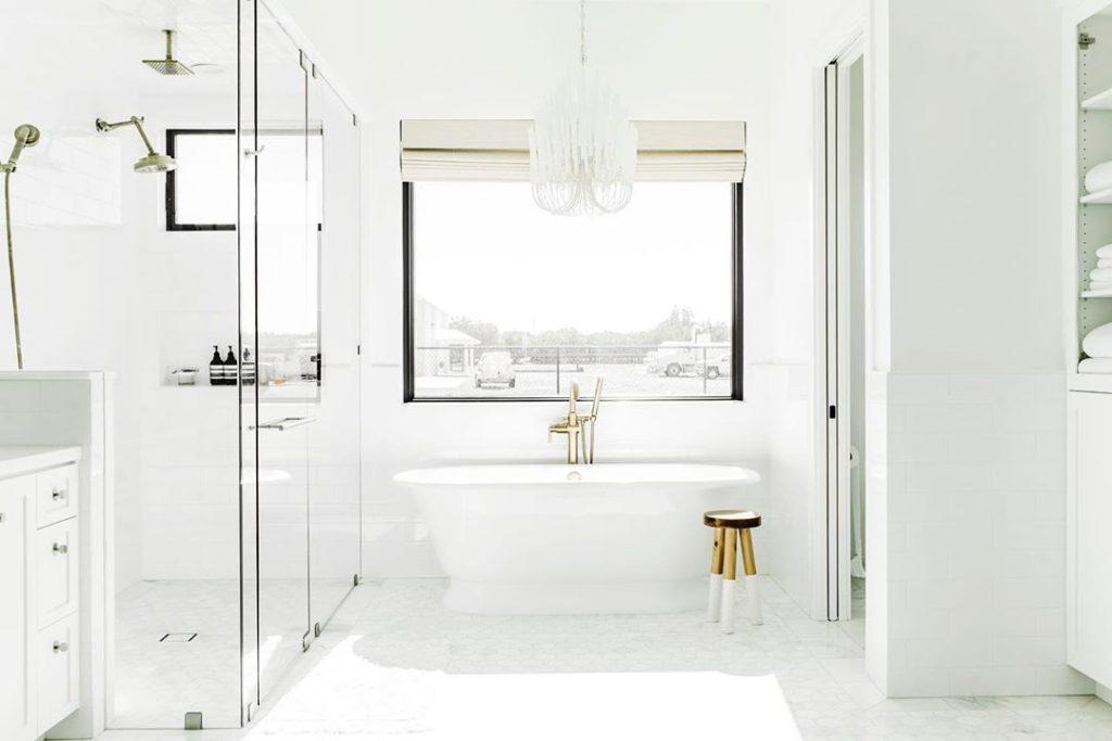 bath tub idea in white bathroom with chandelier