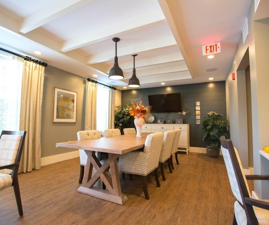 make dining room look bigger